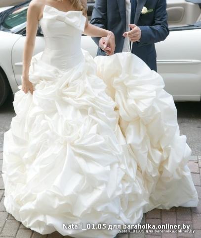 Продам шикарное свадебное платье со шлейфом.  Цвет - белый.