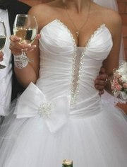 свадебное платье в идеальном состоянии, после химчистки, 46 размер     .