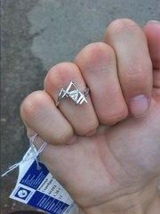 продам новое серебряное кольцо 925 пробы с фианитом