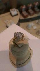 Кольцо золотое с бриллиантом. Лимонное и белое золото