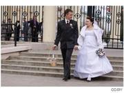 свадебные платья пышной невесты и костюмы  жениха