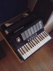 Продам аккордеон Weltmeister Stella