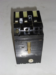 Автоматический выключатель серии АЕ-2046м 20А