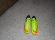 Продам бапмы футзалки Nike 40 р