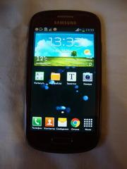 Мобильные телефоны Samsung и Huawei.