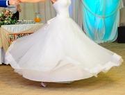 Утонченное свадебное платье(42-46,  рост 160-170),  фата,  чулки(S).