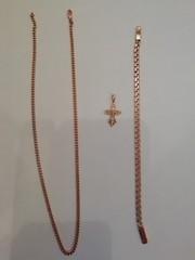 Продам золотой браслет,  цепочку и крестик